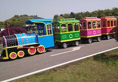 云梦方舟国际度假区,观光小火车游览风景可以更加舒适自由
