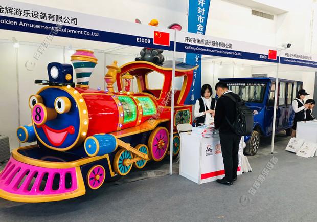 迪斯尼小火车带给云南省澜沧拉祜族自治县勐朗镇不一样的风采