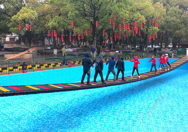 网红水上吊桥