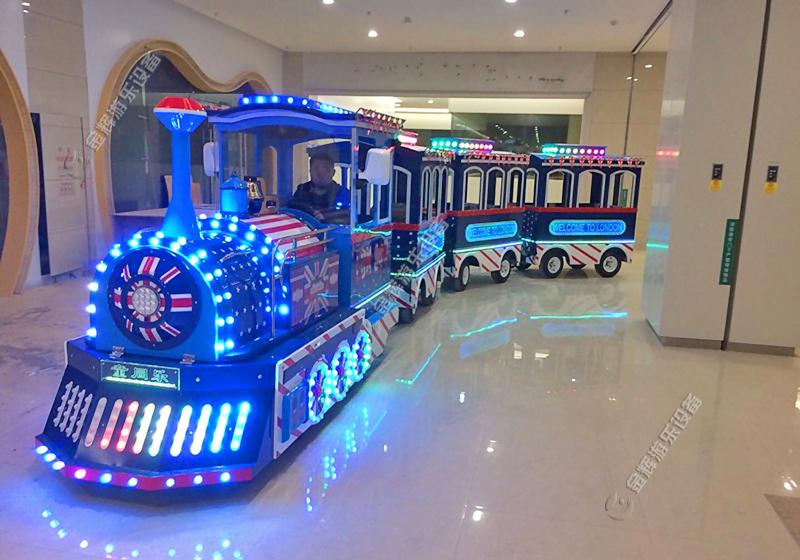 湖南湘潭市岳塘区东方红商场引入观光小火车